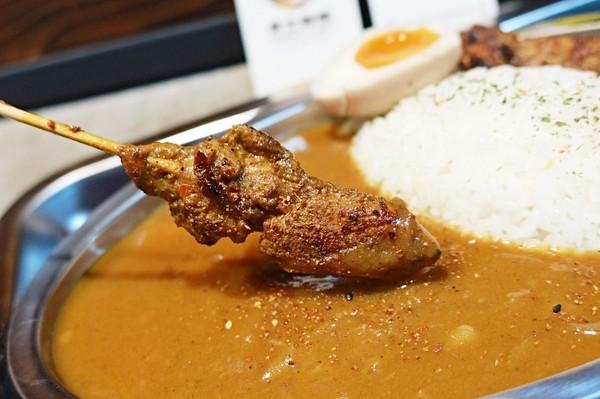 咖哩+沙爹雞串超對味!隱身台南復興市場 必點軟嫩醬燒雞腿咖哩 | ETt