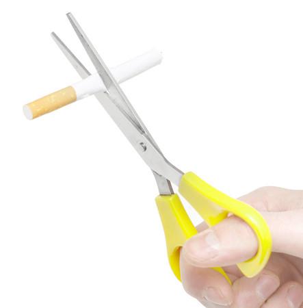 剪刀,剪菸,戒菸。(圖/達志影像)