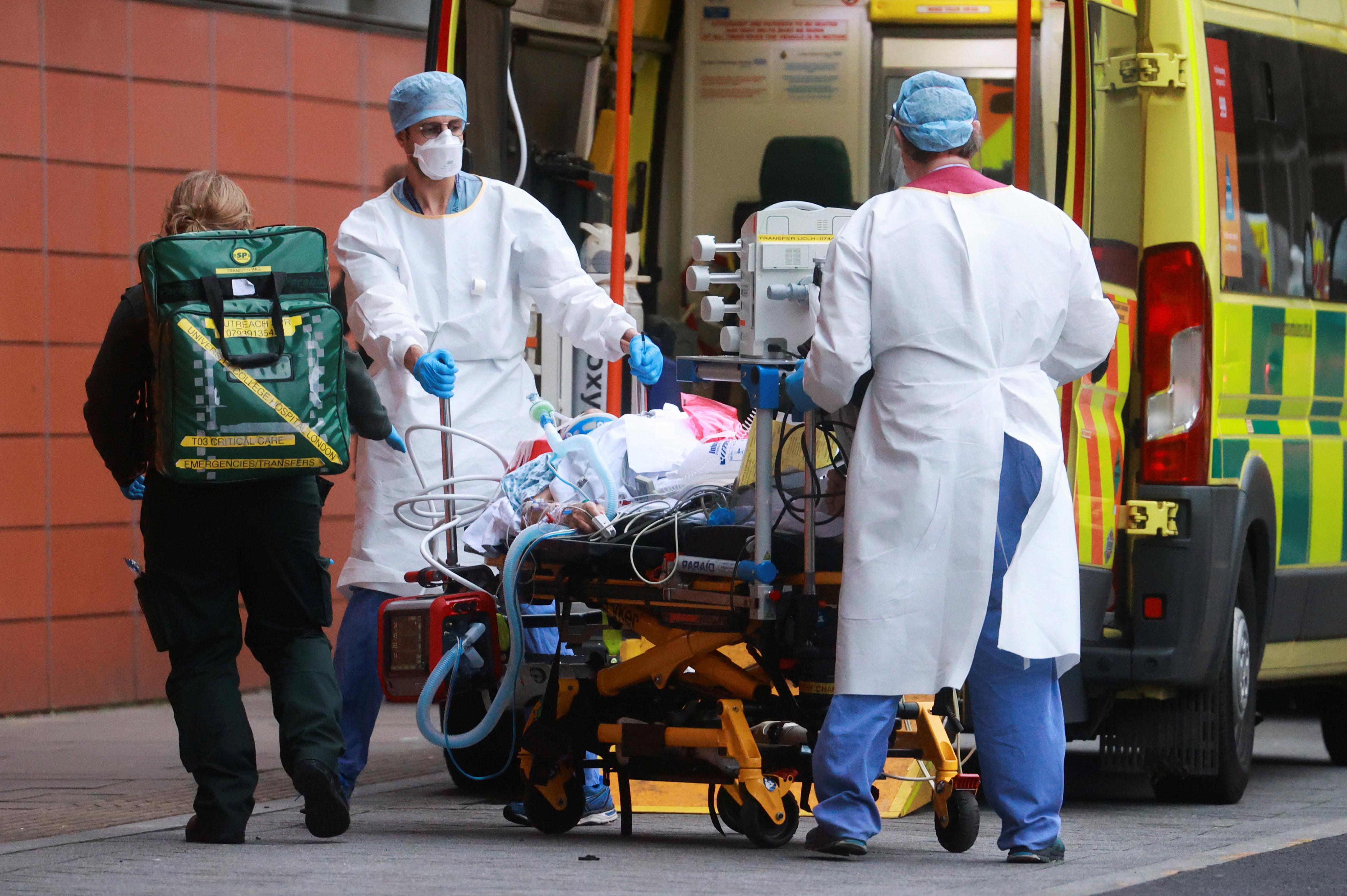 ▲▼英國單日內新增1820人死於新冠肺炎。(圖/路透社)