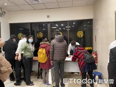 LIVE/「防疫保單」最後一天 排隊人龍超長!