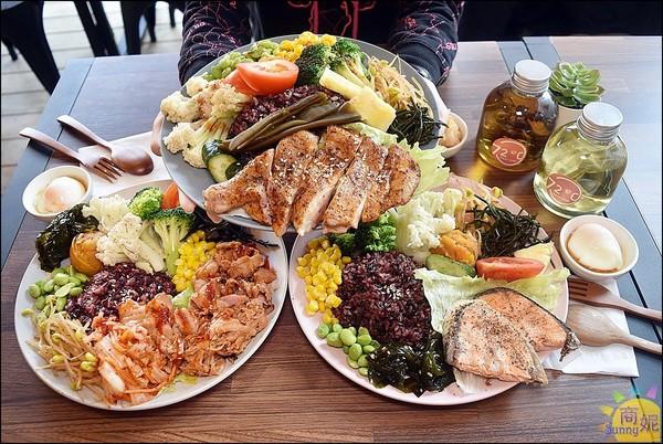 多汁剝皮辣椒雞+超澎湃蔬菜!台中高CP值舒肥餐 必搭滑嫩溫泉蛋 | ET