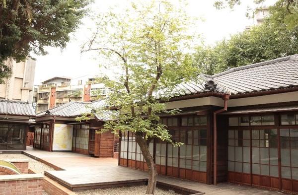 書展停辦⋯臺灣文學基地舉行「小市集」 機器人在日式建築帶導覽   ETt