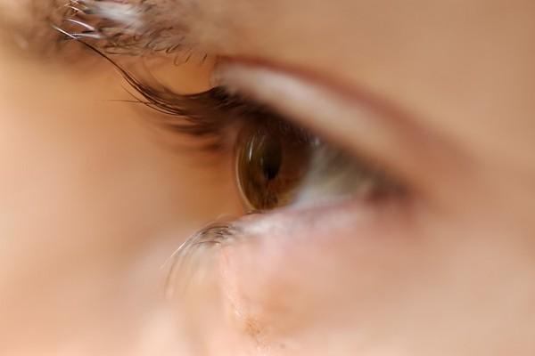 眼睛狂眨、有異物感可能是「睫毛倒插」 4大症狀小心傷害眼角膜 | ETt