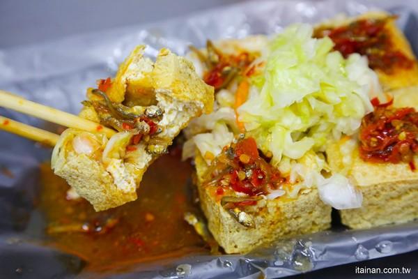 嘉義臭豆腐外酥內軟咬開秒爆汁!激推大腸麵線+小魚辣椒超過癮 | ETto