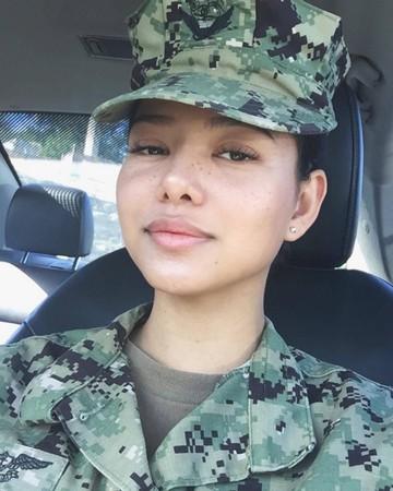 ▲▼菲律賓裔美國網紅Bella Poarch(貝拉波奇)於去年4月在Tik Tok(抖音)上傳一支10秒的對嘴影片後爆紅。(圖/翻攝自IG/bella.poarch)