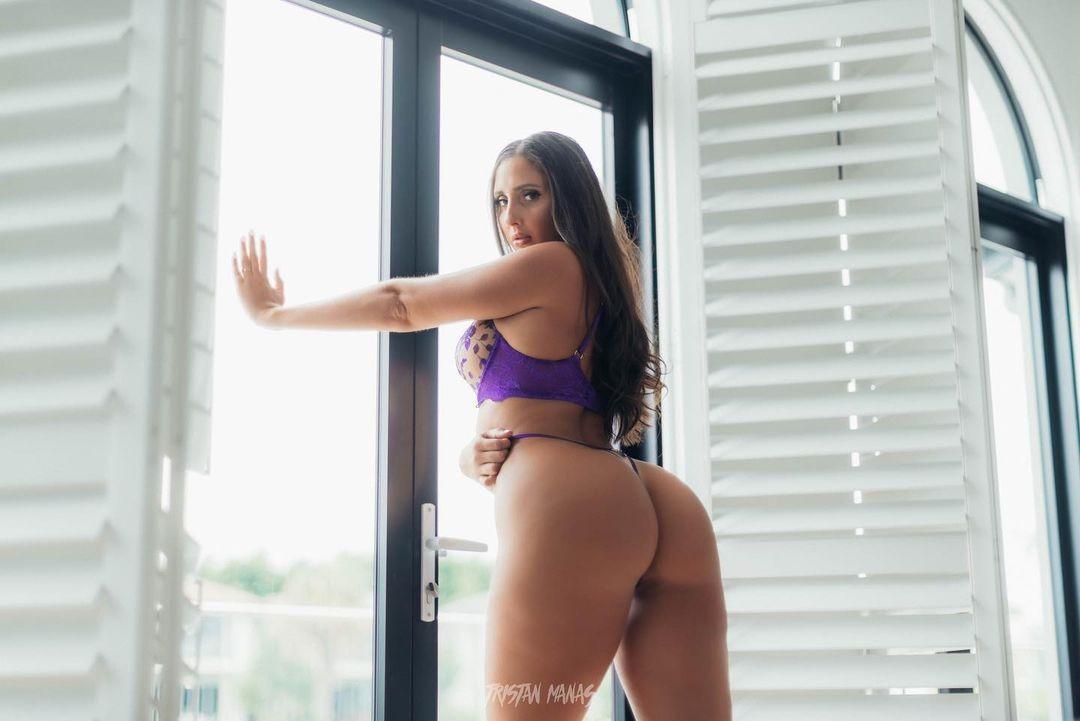 ▲▼伊莎貝爾身材姣好,擁有巨乳和翹臀,引人無限遐想。(圖/翻攝自Instagram@isabelle.eleanore)