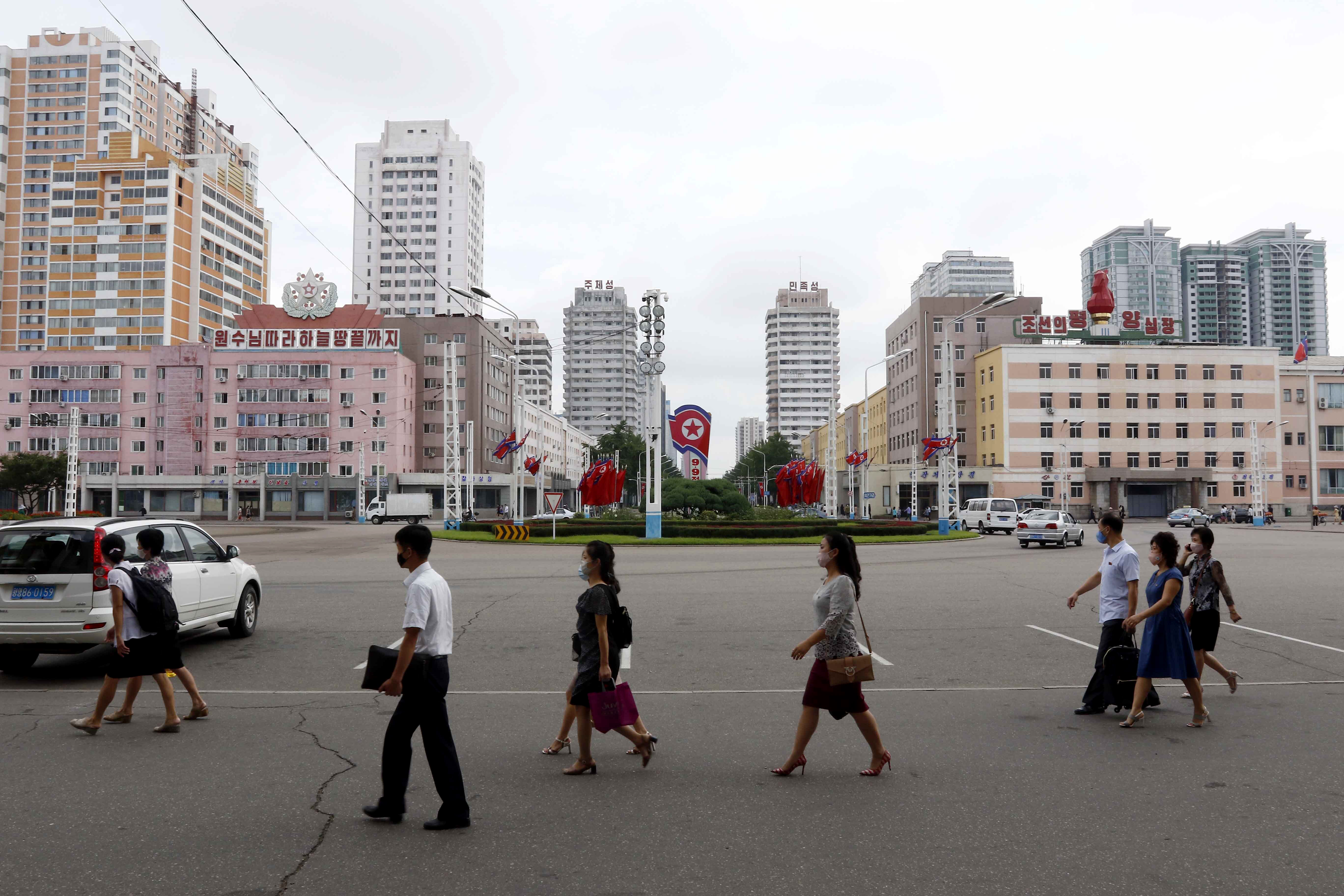 ▲▼菁英階層的脫北,顯示北韓社會面臨高度存疑與不安。(圖/達志影像/美聯社)