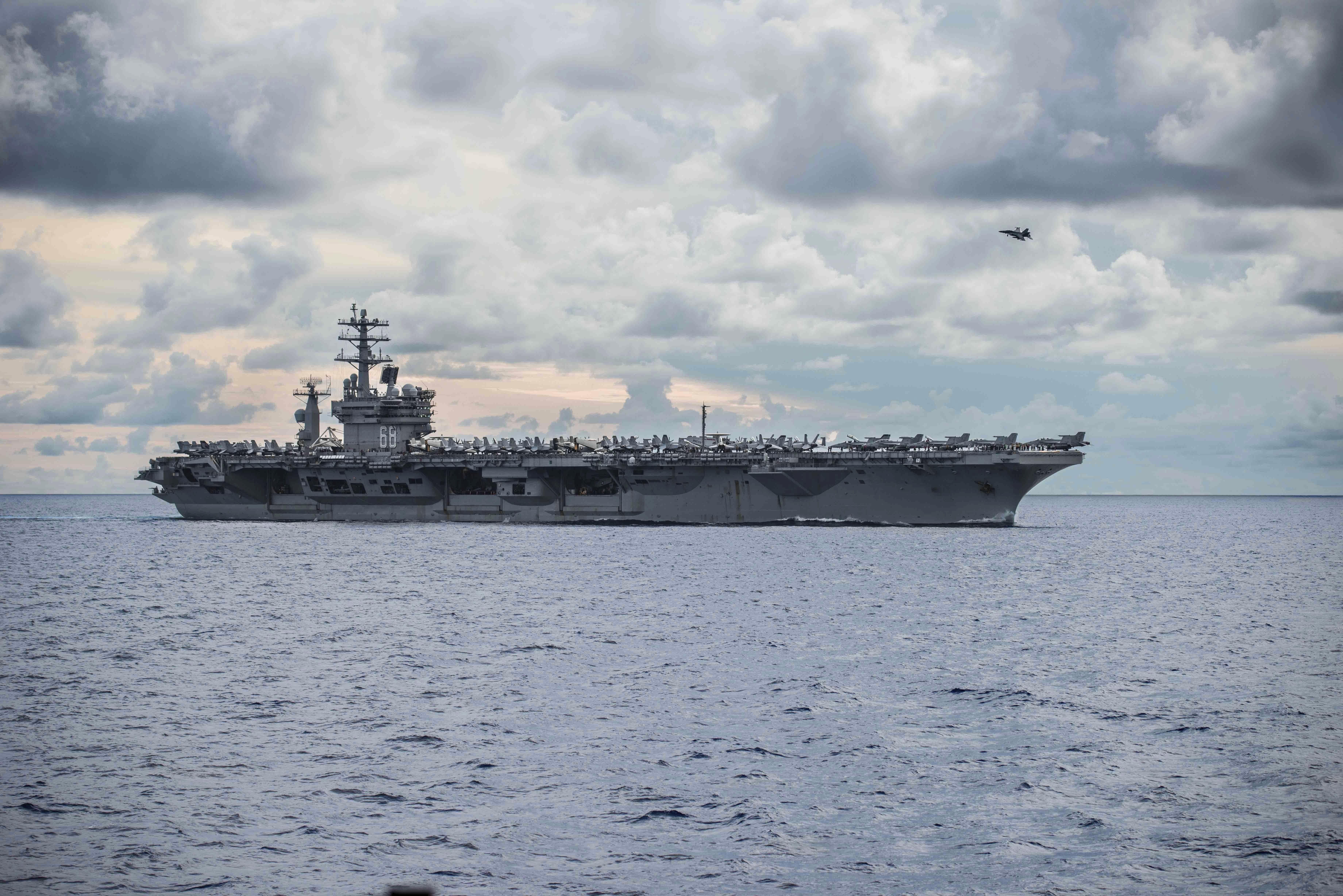 ▲▼美國海軍航母艦尼米茲號去年7月在南海航行。(圖/達志影像/美聯社)