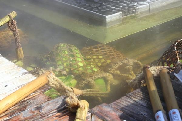 竹簍煮食超可愛!宜蘭人氣日式園區 泡腳暖身邊吃正宗溫泉蛋 | ETtod