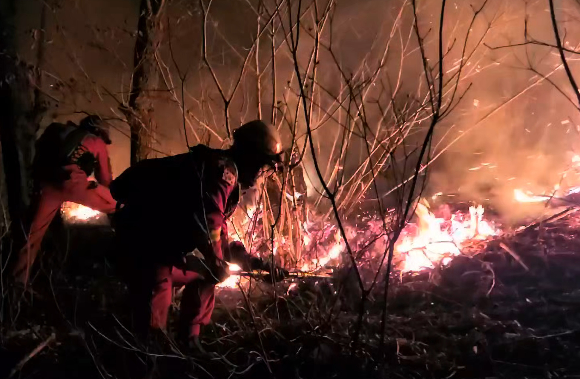 ▲▼南韓江原道旌善郡20日起開始傳出山林大火。(圖/達志影像)