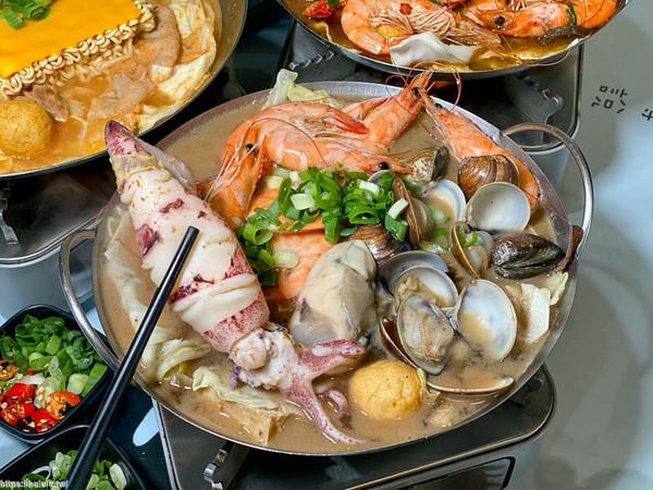 霸氣加整條小卷!台南超浮誇海鮮鍋 鮮蝦、蛤蠣堆滿整鍋太欠吃 | ETto
