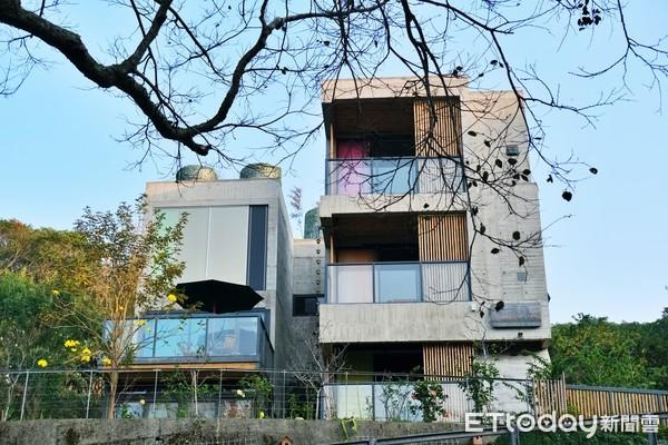 開箱/新竹最新「清水模Villa」!落地窗賞景、檜木桶泡澡超Chill