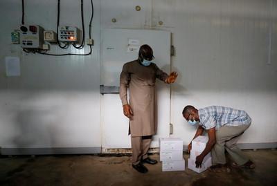 世衛首批COVAX疫苗抵非洲「這國」 8.7萬人確診…共配60萬劑!