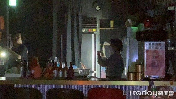 西門町港式酒吧凌晨冒火 老闆無奈:才開幕1個月炸爐就燒了