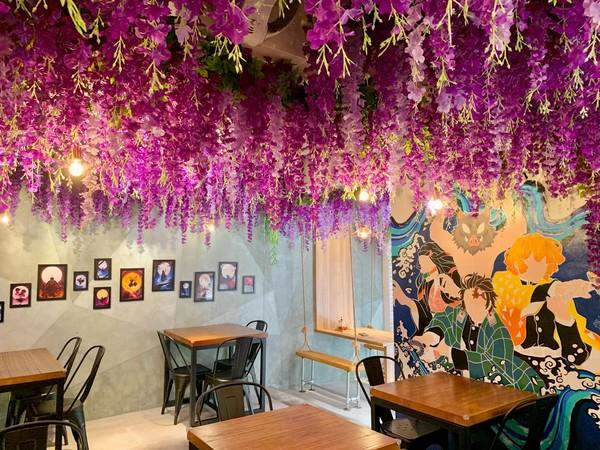 中和新開「人氣動漫主題餐廳」!嗑美食看全套漫畫 還能賞滿天紫藤花 | E
