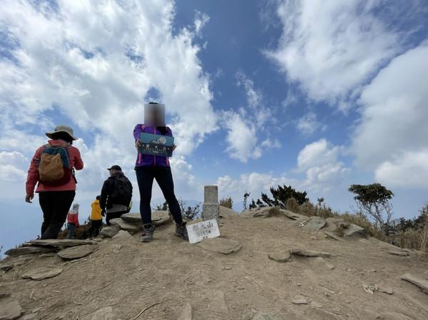 7人單攻3263公尺「郡大山」34歲女失聯 南投消防隊漏夜搜救中