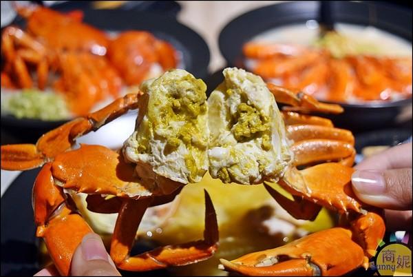 肥美螃蟹剝開爆蟹膏!台中高CP值海鮮粥 Q嫩龍蝦+草蝦炸出海味 | ET