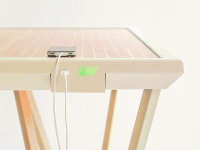 「太陽能概念桌」讓手機充電超方便