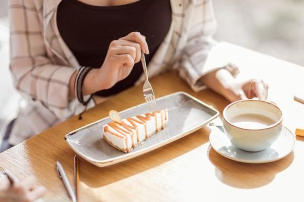 愛吃5食物「胃食道逆流」加劇 專家授餐後「1動作」可緩解 | ETtod