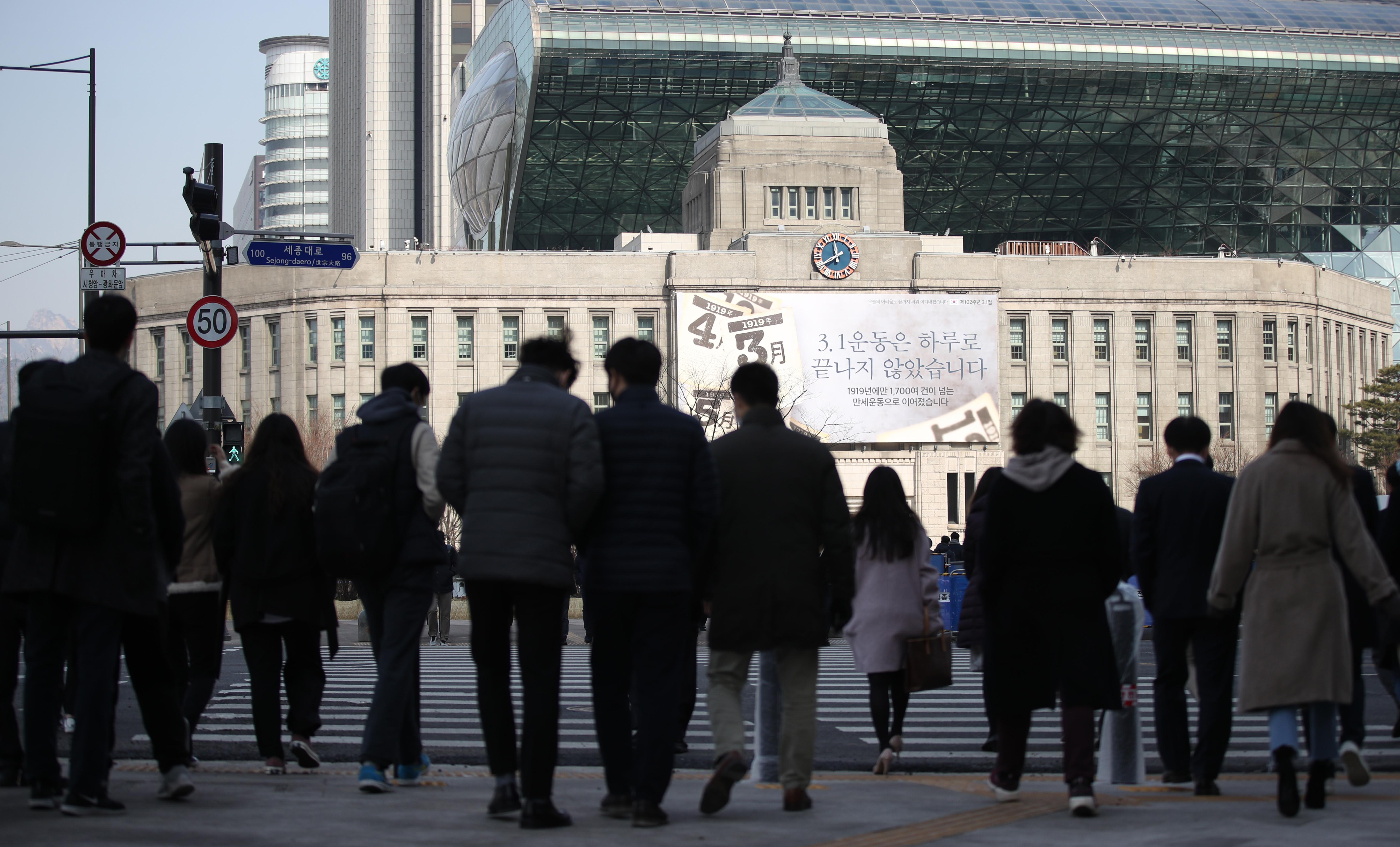 ▲▼首爾市廳前聚集行人。(圖/達志影像)