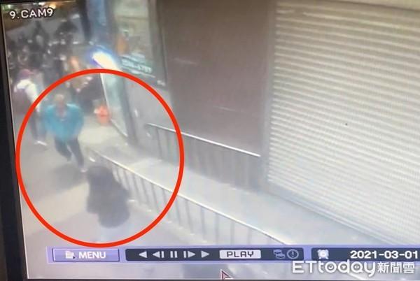 [新聞] 捷運站手肘撞少女胸部 光頭男辯「我有病