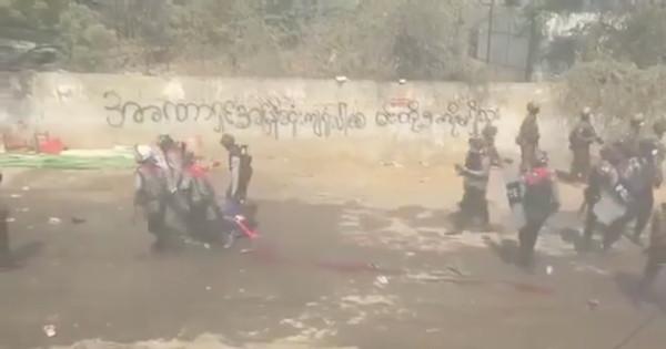 緬甸軍警拖屍留「整條鮮血」…處決慘死影片曝!血腥政變遺體滿地
