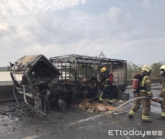 快訊/國道1號台南永康段火燒車!貨車燒到剩骨架 車流回堵3km