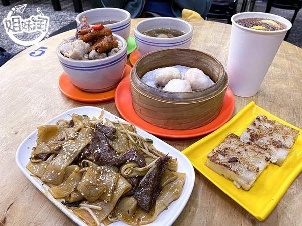 配料滿溢鋪飯上!高雄正宗港式茶餐廳 必點乾炒牛肉河粉超入味 | ETto
