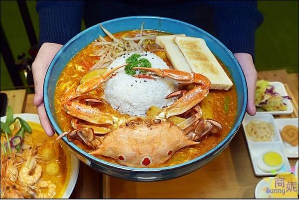 大份量南洋料理超過癮!螃蟹滑蛋香辣濃郁 經典叻沙麵CP值爆表 | ETt