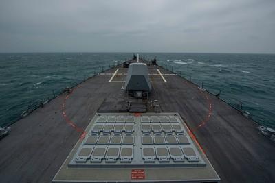 拜登上任以來第3度!美柏克級驅逐艦通過台海 照片曝光