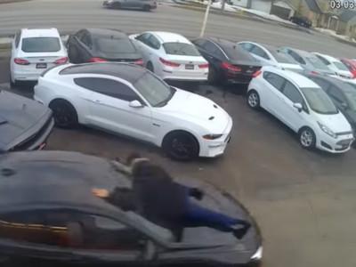 偷車賊飆破100km/h!業務被撞「趴引擎蓋」苦撐1公里搏命片曝光