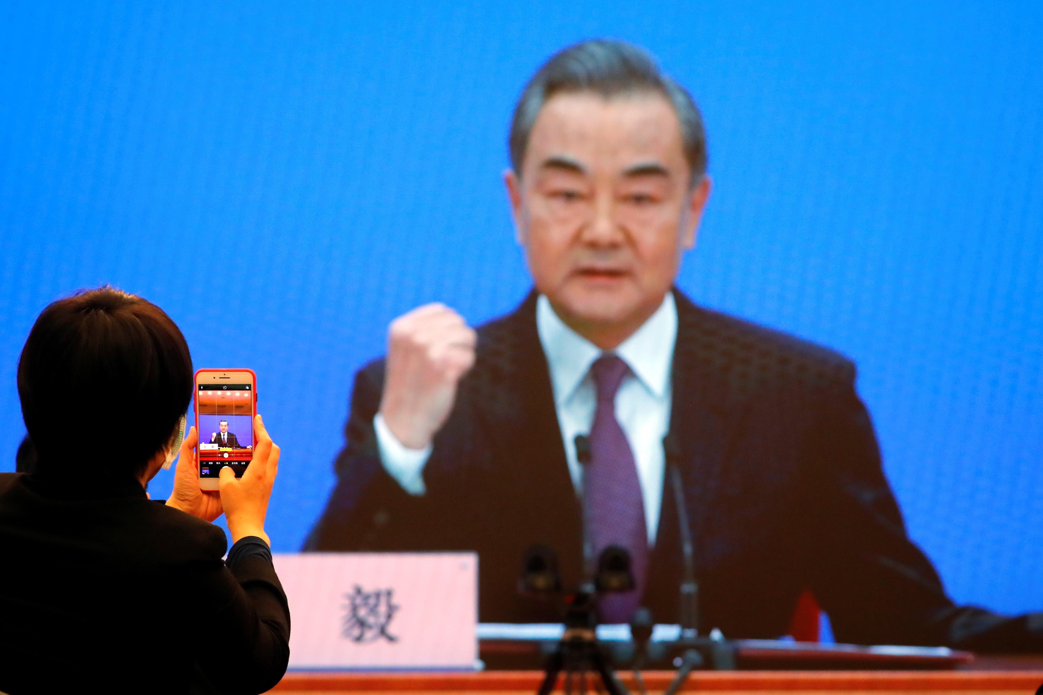 ▲▼王毅曾於記者會強調,中國願意提供疫苗給奧運參賽選手。(圖/路透社)
