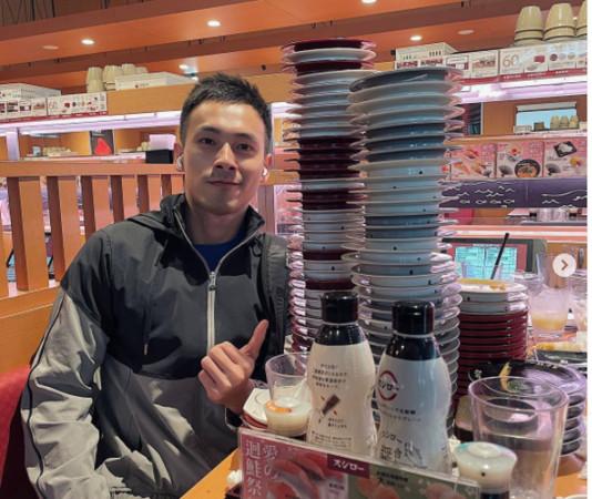 網紅「鮭魚6大男」吃6170元免錢壽司!狂照曝光 粉絲傻眼:想認識 |