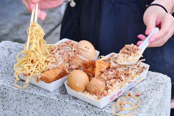 滿出便當盒!隱身台中巷口炒麵肉燥飯 一大匙滷肉燥CP值超高 | ETto
