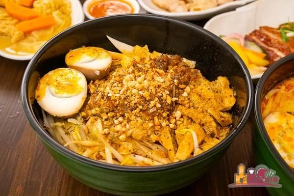 鹹香帶椰奶味超道地!高雄人氣新加坡料理 必吃海鮮乾拌叻沙麵 | ETto