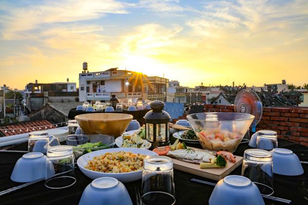 老宅頂樓吃辦桌!屏東夕陽海鮮晚宴 品嚐在地新鮮水產、創意料理   ETt