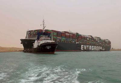 長榮貨輪癱瘓蘇伊士運河「現況曝光!」 船舶電力正常「重新浮船中」