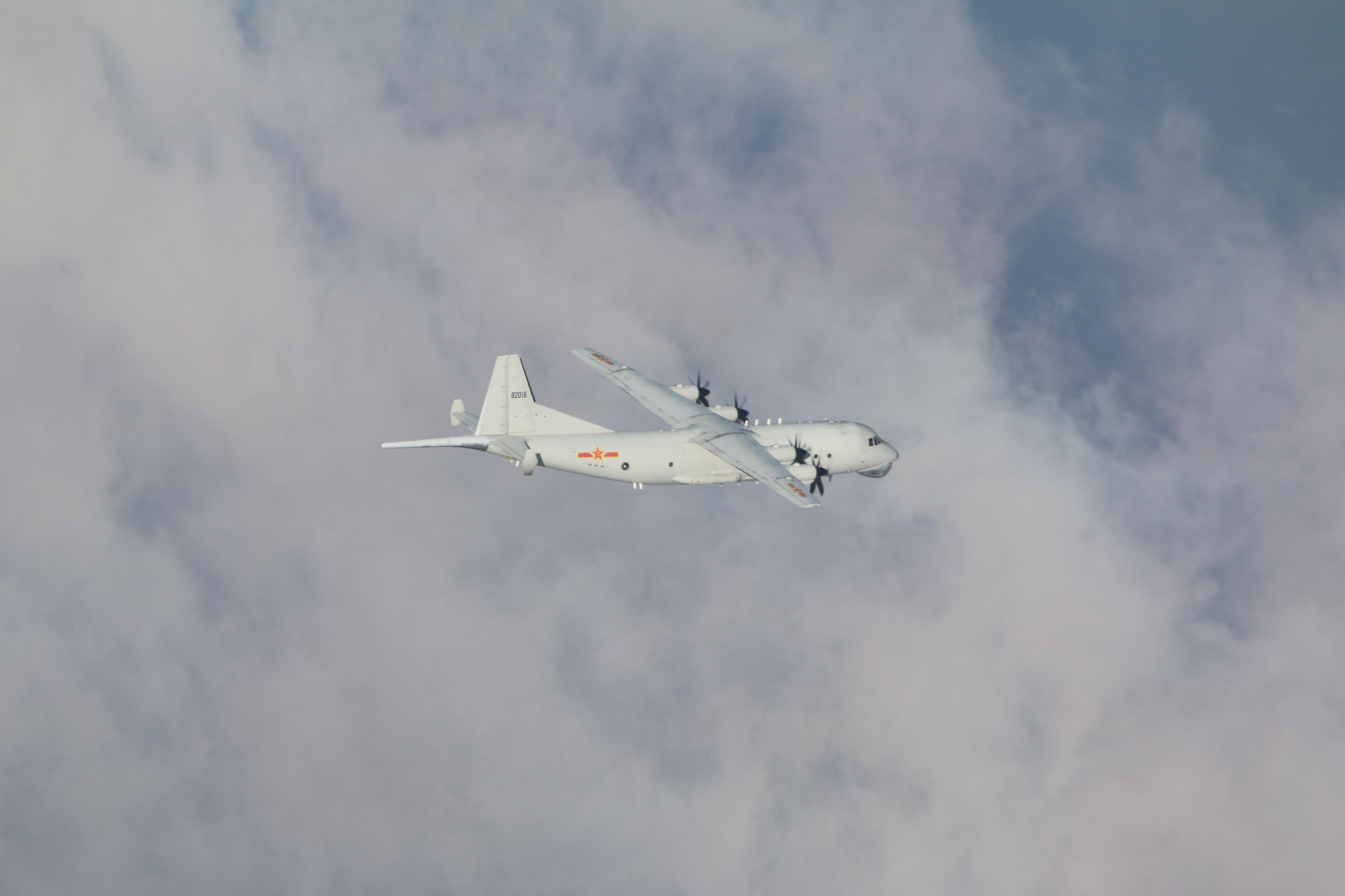 軍演,體系化作戰機群,共機,西南空域,轟-6K,南海,巴士海峽,空警-500,遼寧號,三亞基地,南昌號,菲律賓海,羅斯福號,IL-78空中加油機
