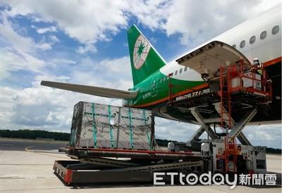 長榮獲醫藥冷鏈運輸認證「搶疫苗商機」 航空、地勤雙認證台灣首例