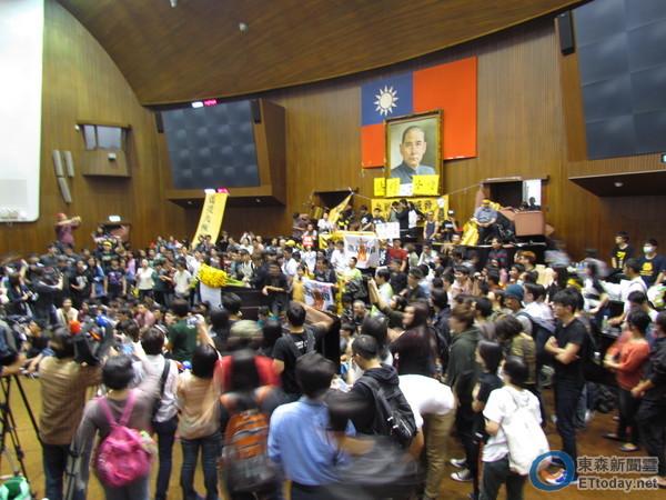 服貿,反服貿,學生佔領立院,318青年佔領立法院,黑鳥青,黑色島國青年陣線