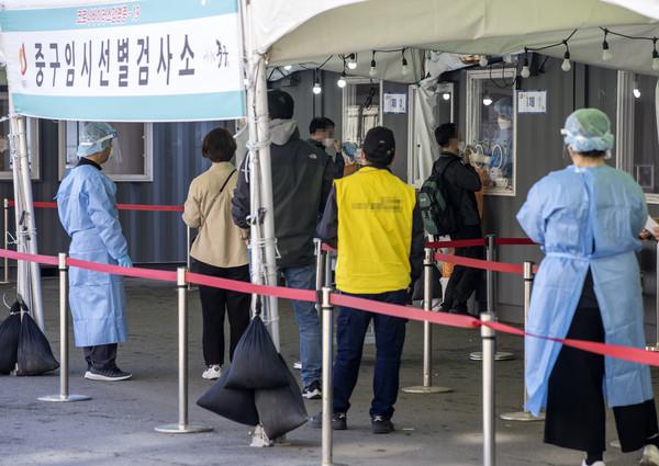 新冠疫苗無法抑制疫情失控?南韓單日飆破700例 恐掀第4次大流行