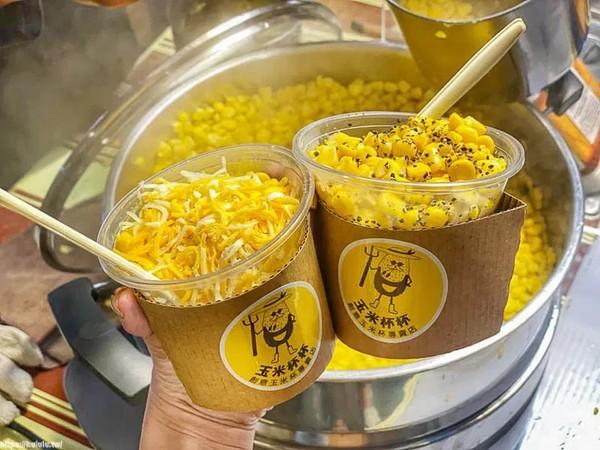 可以狂嗑一整杯!台南夜市現蒸「玉米杯」 必吃罪惡三色起司會牽絲 | ET