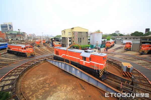 免費景點!全台唯一「彰化扇形車庫」 近距離看最後的蒸汽火車 | ETto