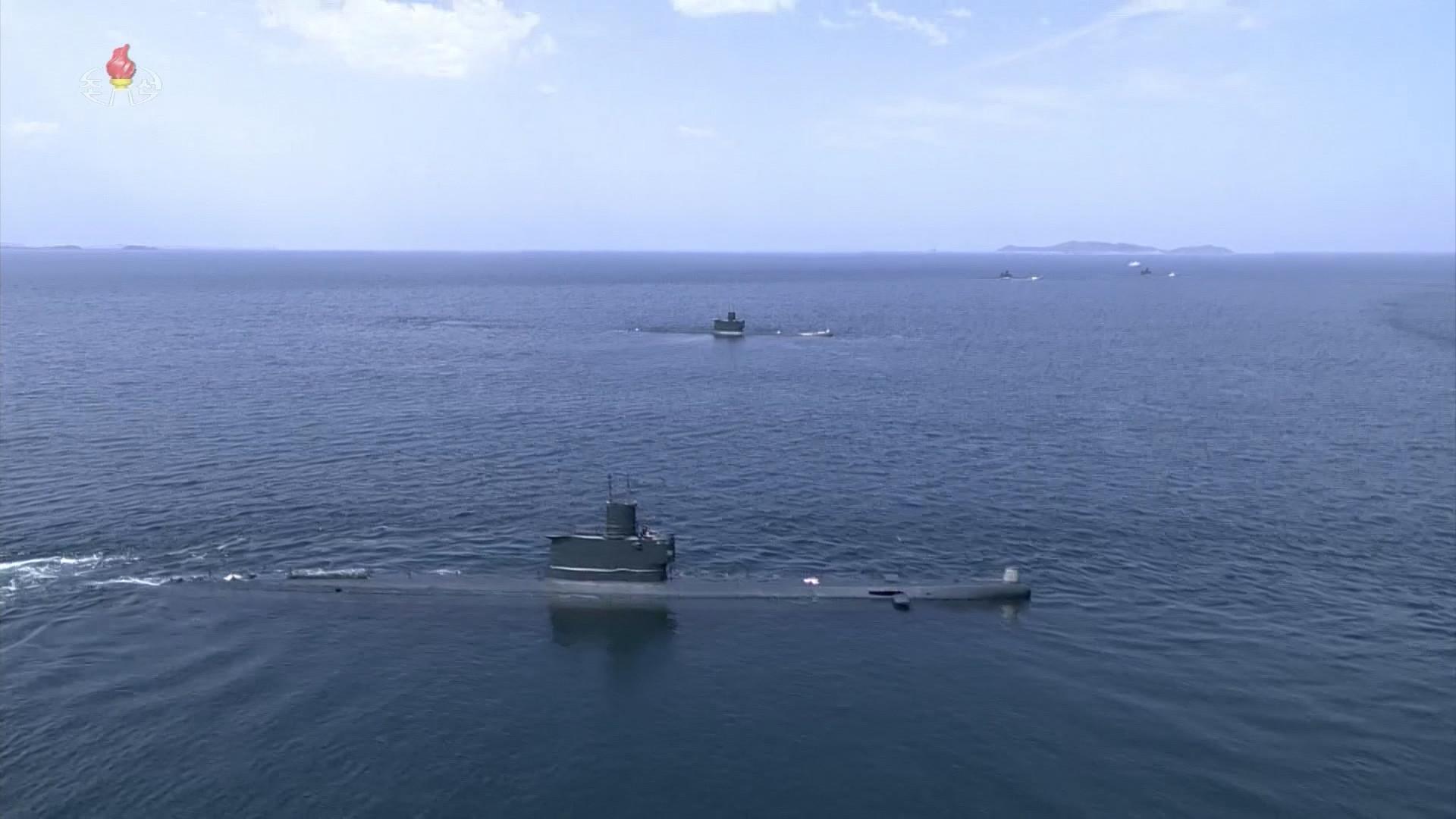▲▼北韓近來正在改造新形潛艦,圖為北韓官媒紀錄片2020年1月公開的新浦級潛艦影像。(資料照/達志影像)