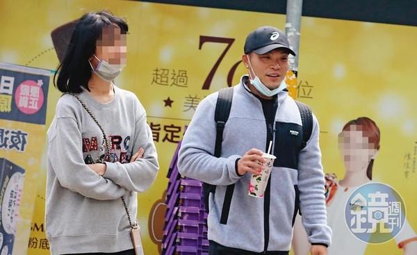 直擊李玖哲信義區走路上班 無殼蝸牛17年「步行攢房款」