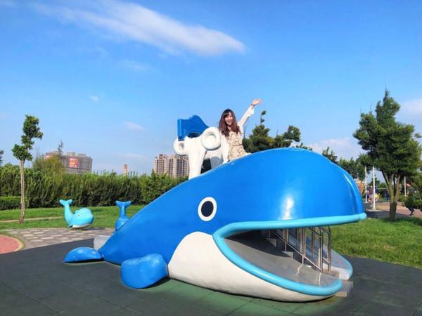 超Q鯨魚溜滑梯!台中海線小鎮二日遊 脆皮炸雞鮮嫩多汁夜市必吃 | ETt