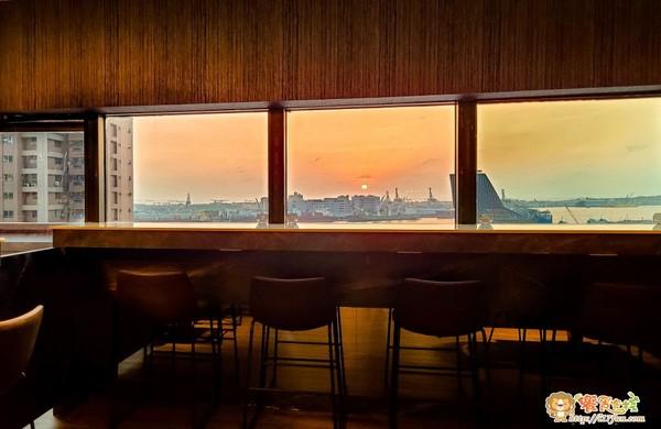 坐擁高雄港景+唯美夕陽!85大樓唯一景觀餐廳 夜晚變身浪漫酒吧 | ET