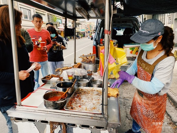 大排長龍也要吃!宜蘭隱藏版雞肉串 銅板價買到比外面大2倍 | ETtod