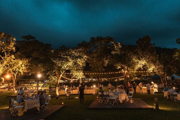 晚上點燈超浪漫!苗栗最美「大地花卉餐桌」 星空下享用在地料理