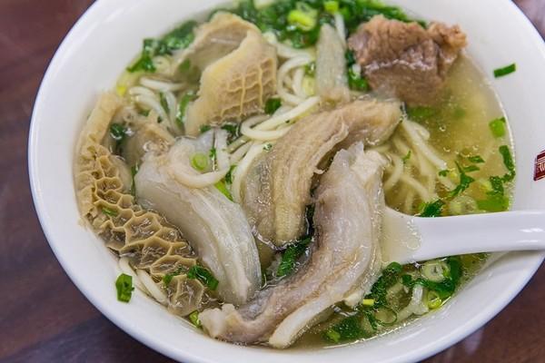 馬英九的最愛!台北40年米其林牛肉麵 牛雜厚實吸滿清爽湯頭 | ETto